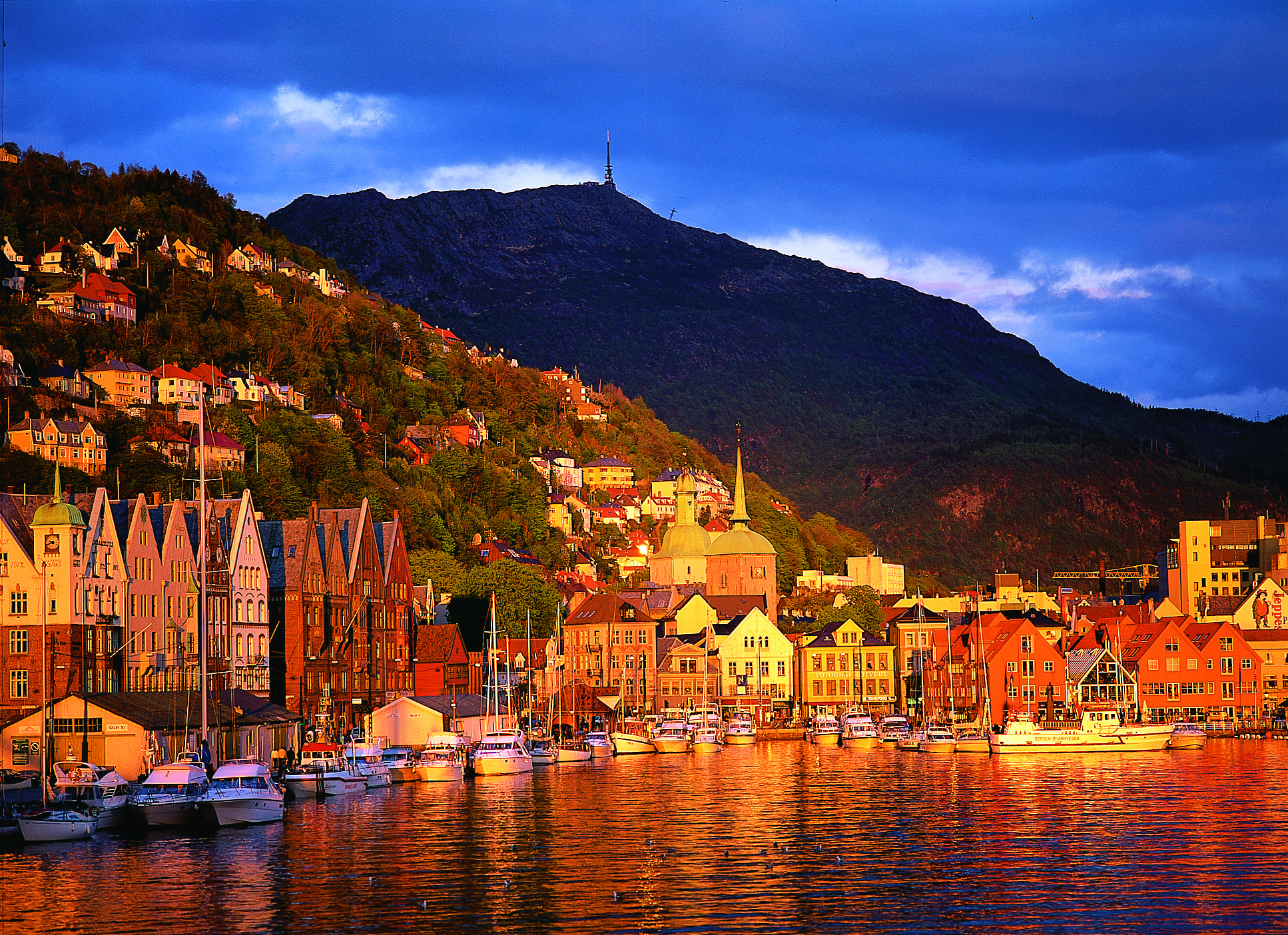 Bergen-Harbour-at-sunset-25614